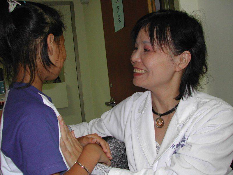 醫界定義性早熟,就是女生有合併胸部及陰毛發育,甚至有月經出血等青春期現象,以及身高變高,家長勿以孩子比別人長得高而高興,要小心是否為性早熟現象。圖/聯合報系資料照片