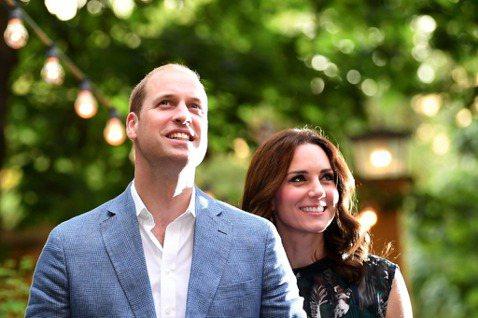 英國威廉王子之妻凱特,向來被外界視為「皇室好媳婦」,不像妯娌梅根那麼有主見、強勢,而心甘情願在威廉身旁當個賢內助,謹守一切的規矩,也不曾對一堆繁文縟節表示太多意見。早在威廉向她求婚前,凱特就曾經多年...