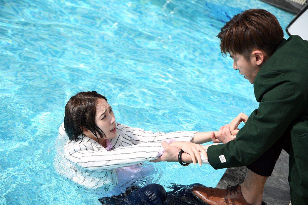 李國毅(右)遭李亦捷拖下水。圖/三立提供