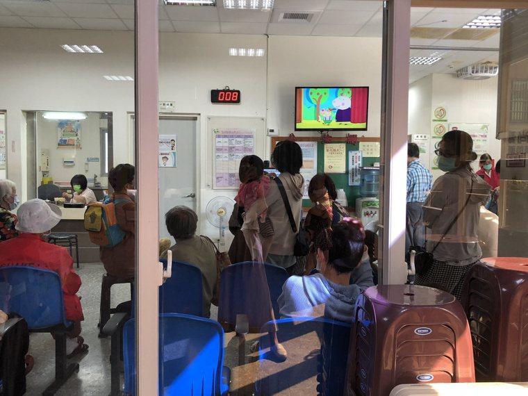 彰化縣各衛生所恢復每周二的「6歲以下幼兒接種公費流感疫苗」服務。記者林敬家/攝影