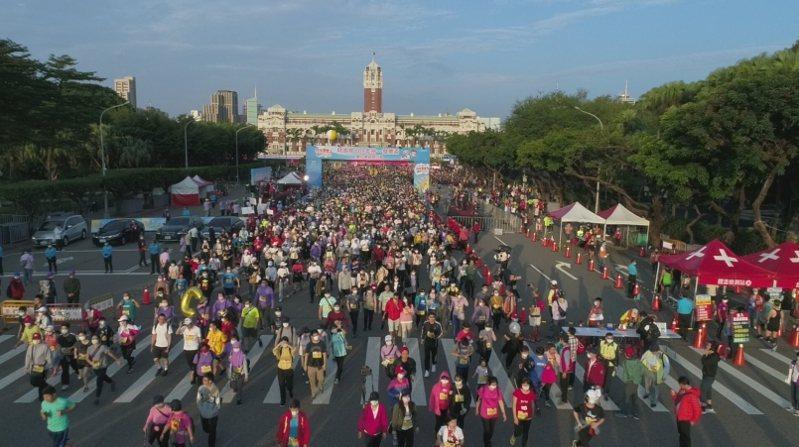 共有二萬名選手參與這場統一發票盃路跑臺北場活動。