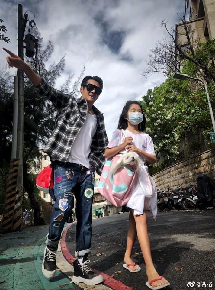 曹格與女兒的近照。 圖/擷自曹格微博