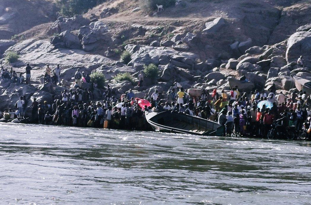 與此同時,往西逃亡竄入鄰國蘇丹的衣索匹亞難民,目前已超過2萬5,000人,快速擴...
