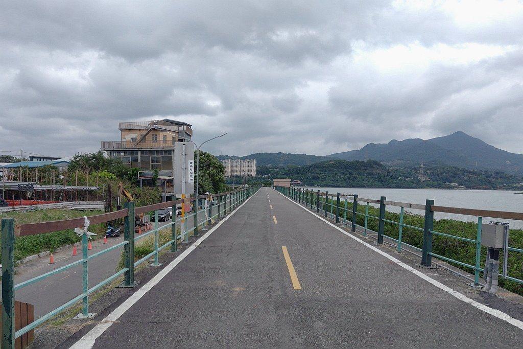 社子大橋上的風景不僅獨特,下方更有「社子島自行車道」能環島一周。 圖/張振群 攝...