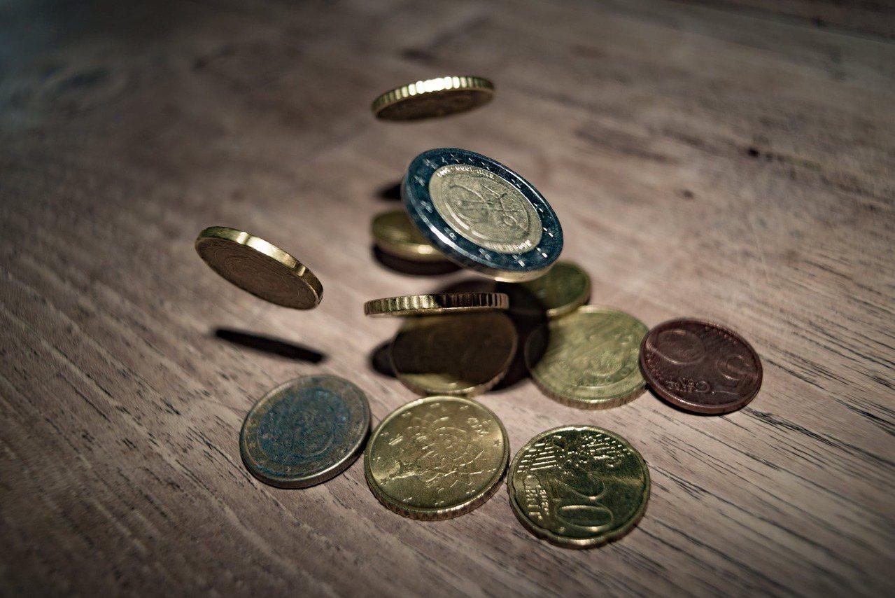 遇到金錢綁架,守住「別一次全給」「設定付出底限」兩大原則,讓一肩扛起責任的你,也...