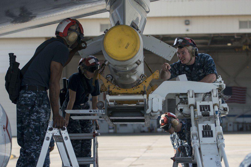 SLAM飛彈也可掛於P-8A翼下發射。 圖/美國國防部
