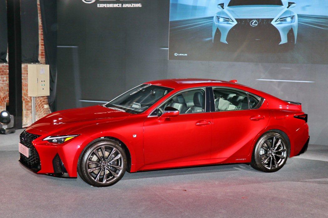 車側整體視覺效果更有Coupe-Like的感受。 記者陳威任/攝影