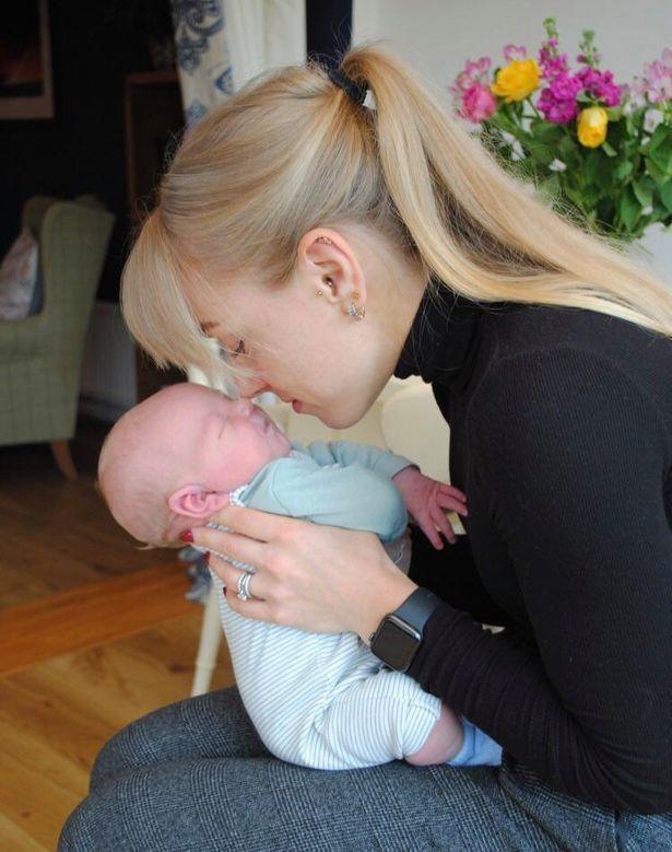 英國女子日前透過代理孕母的協助喜獲親生兒子。圖/取自mirror