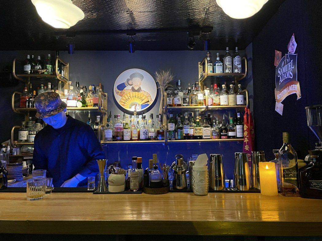 我開始常喝調酒約莫是三年前,到各城市遊走時開始喜歡尋覓可列入名單的酒吧,也當成是...