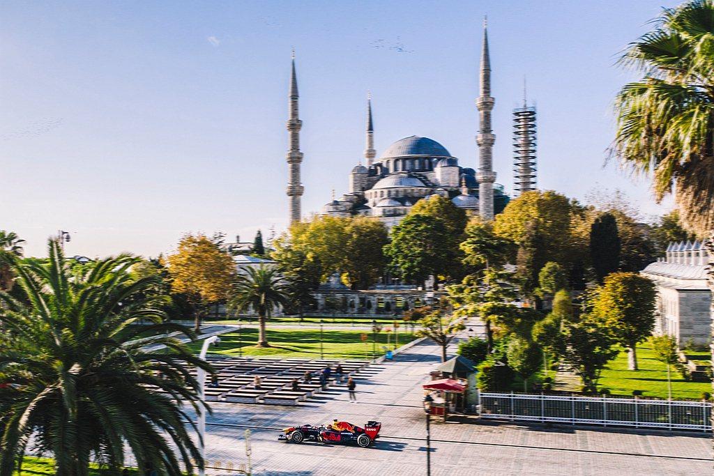 歡慶F1大獎賽回歸土耳其。Scuderia AlphaTauri的F1車手Pie...