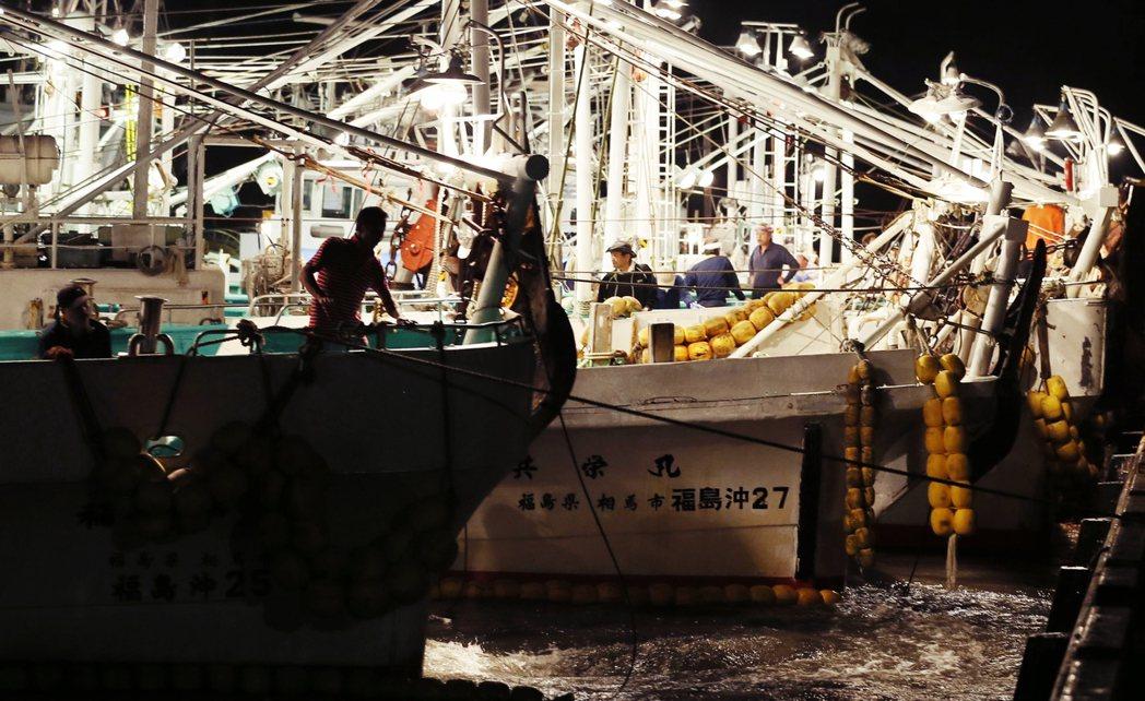 圖為福島當地的漁民。福島漁民聯合起來,設立了一套捕撈檢測制度,除核電廠周邊限制捕...