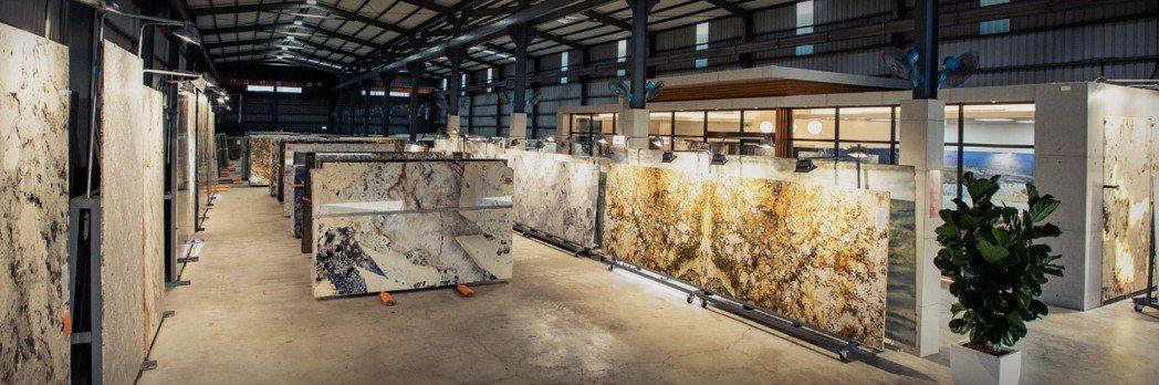 高得石材擁數仟坪倉庫,放滿了各式各樣奇珍異石。(圖/高得石材官網)