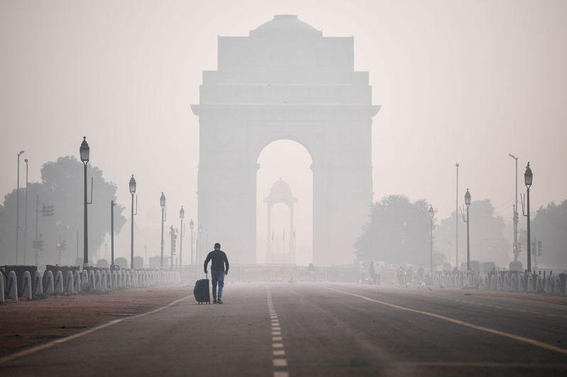新德里出現4年以來排燈節最糟的空氣品質。圖/法新社