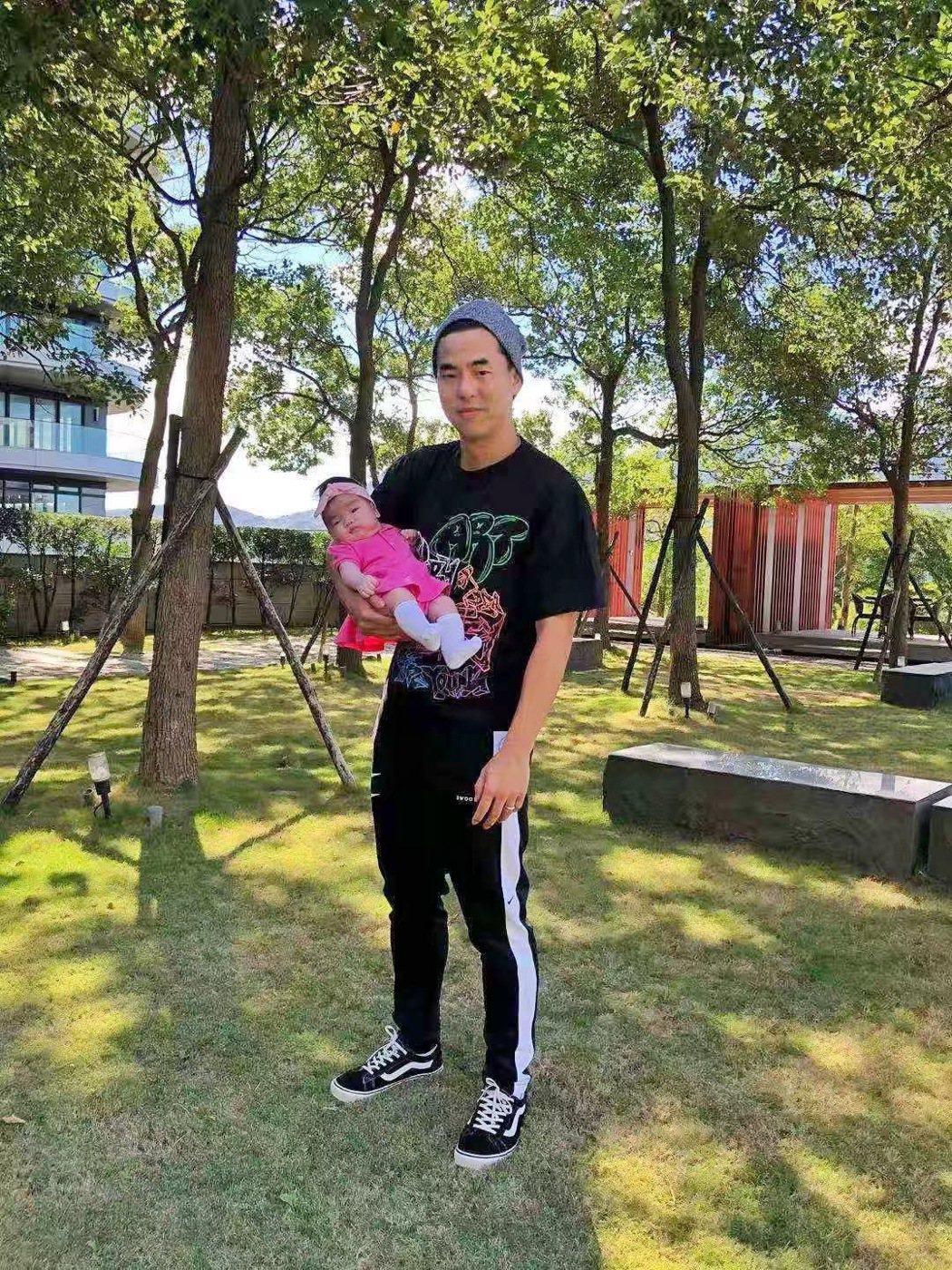 柯有倫今年8月喜獲愛女,晉升為「奶爸」一族。圖/玩樂工業提供