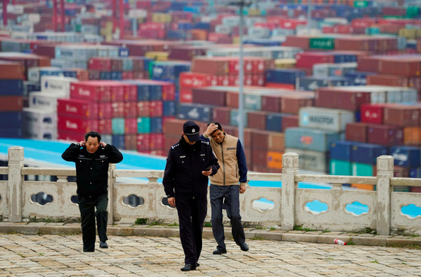 大陸商務部16日回應,中方已多次就美方無端打壓大陸企業問題表明嚴正立場。美方罔顧事實,認定大陸有關企業為軍方控制企業,既缺乏依據。路透