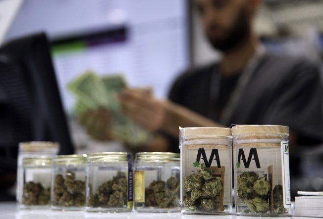 研究團隊訪談發現, 根據毒販描述,大麻施用者多屬高社經地位,和警方查緝的結果差很大。美聯社