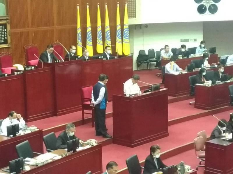 台北市長柯文哲回應,之所以提出結婚補助政策,是因台北市有高達35%的人不結婚,所以解決少子化,結婚是先決條件。記者林麗玉/攝影