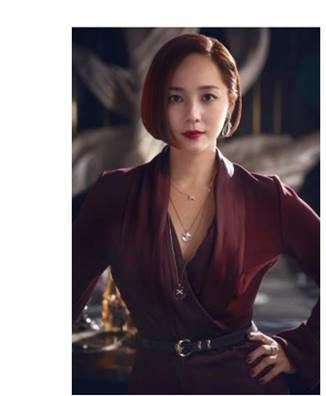 柳真於「Penthouse上流戰爭」中配戴CHUAMET珠寶。圖/取自網路