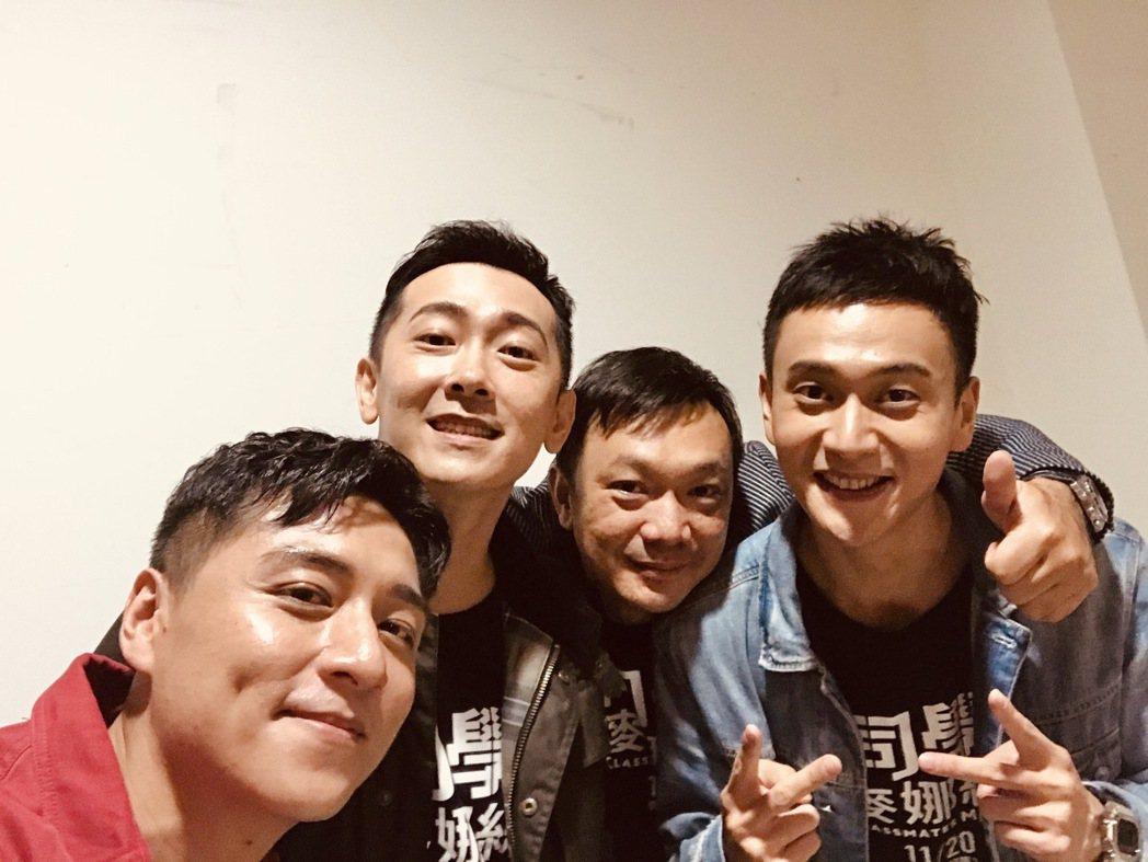 左起鄭人碩、施名帥、導演黃信堯、劉冠廷一同到台中會粉絲。圖/甲上提供
