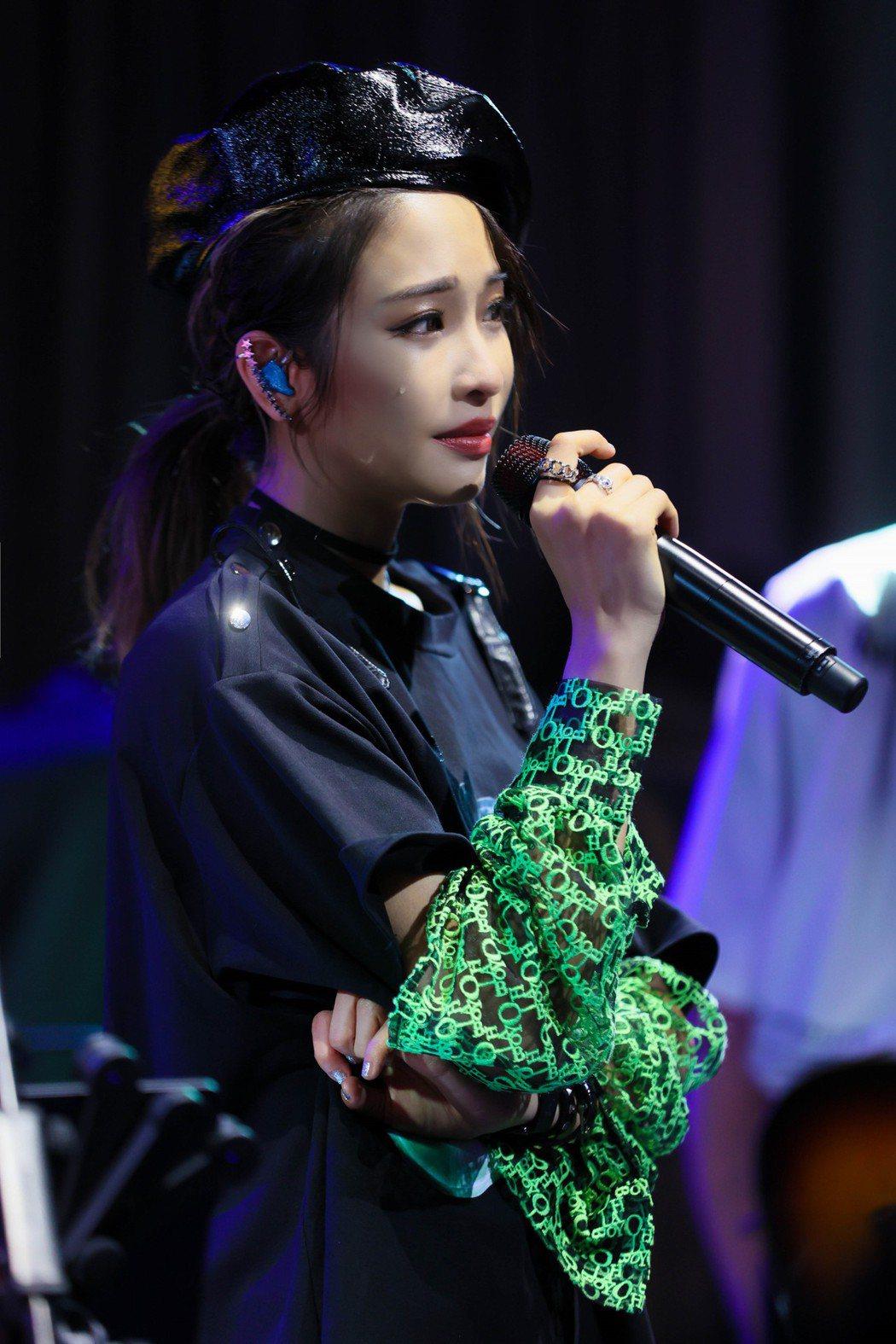 袁詠琳在生日會感動掉淚。圖/杰威爾音樂提供