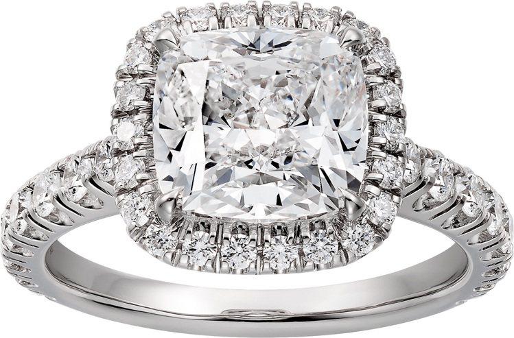 Cartier Destinée枕形切割鑽石戒指,鉑金鑲嵌一顆3.02克拉的枕...