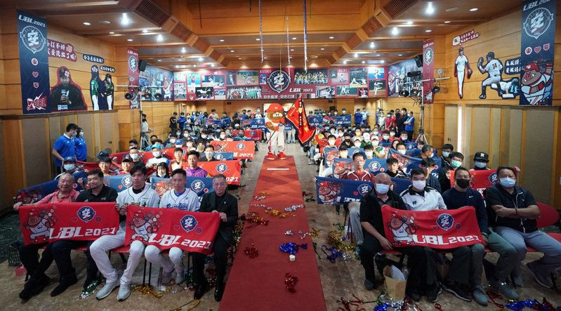 109學年度大專棒球聯賽記者會大合照。圖/教育部體育署提供