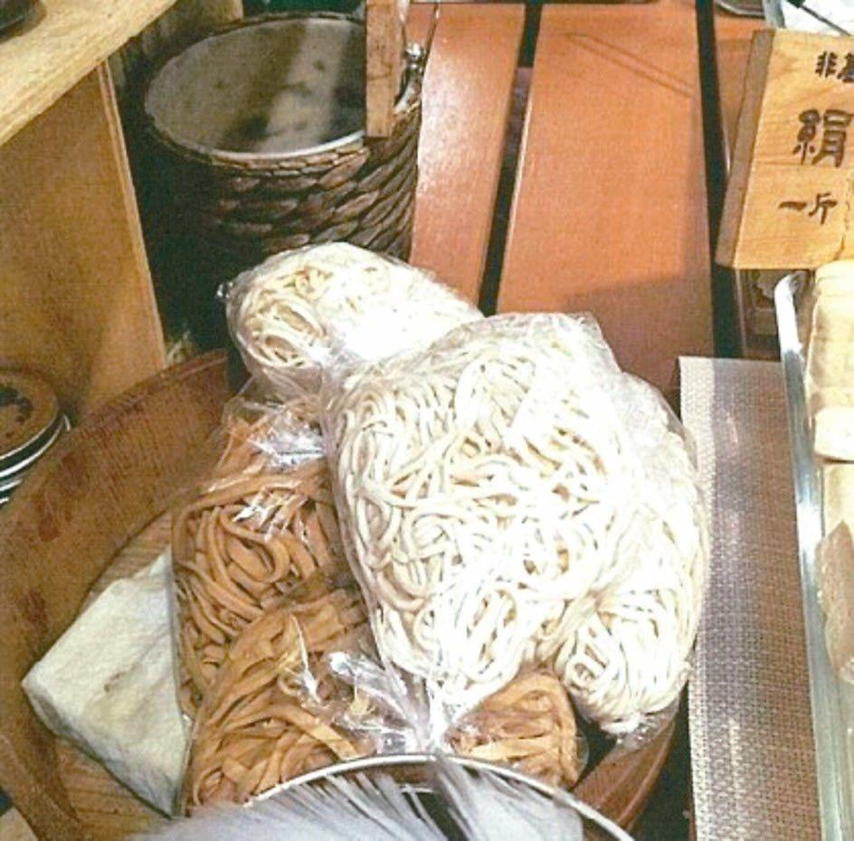 為增加賣相,不肖業者在干絲添加雙氧水,醫師提醒,購買豆製品時,應避免選擇過白、色...
