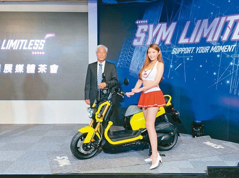 三陽董事長吳清源(左)主持今年線上機車展說明會。記者邱馨儀/攝影