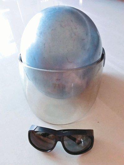 外出騎車須先戴太陽眼鏡,再戴上有護目擋風面罩的安全帽,讓靈魂之窗有雙重保護。圖/...