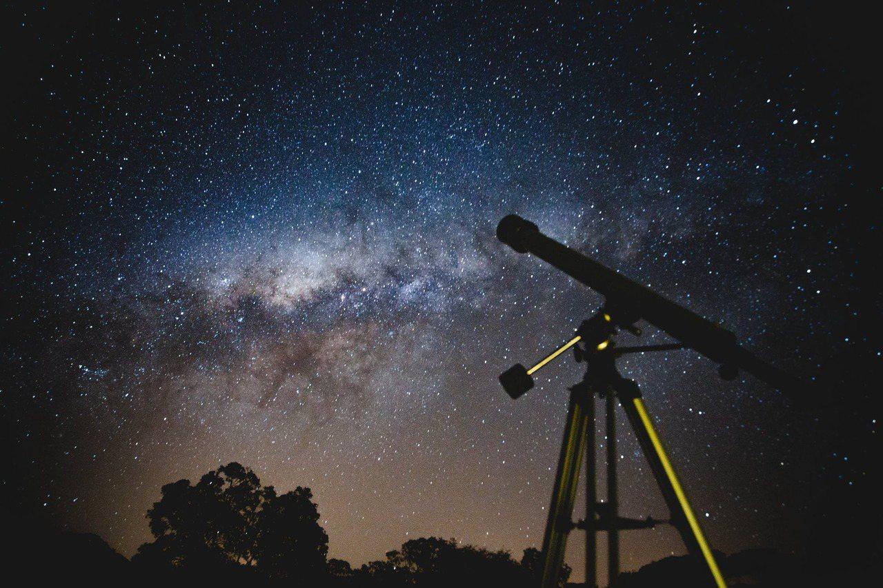 獅子座流星雨每年11月固定出現,通常在11月6日至30日間,為中小型流星雨,不過...