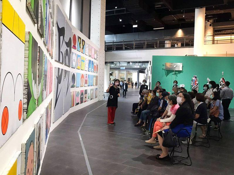 館內舉辦著各式展覽與解說活動。 圖/台灣美術館臉書粉專