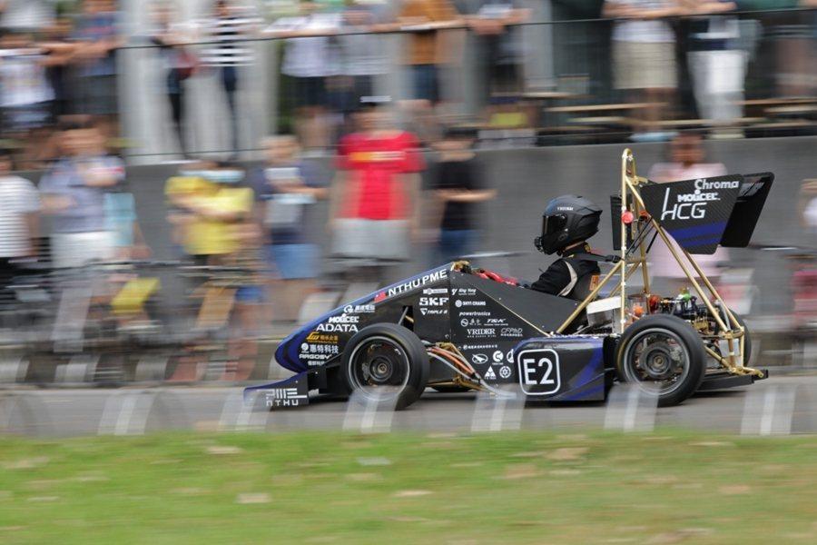 清大賽車工廠由學生組成,每年打造一台賽車參加學生方程式賽車。圖為清華第五代四輪驅動電動賽車。 圖/清大賽車工廠