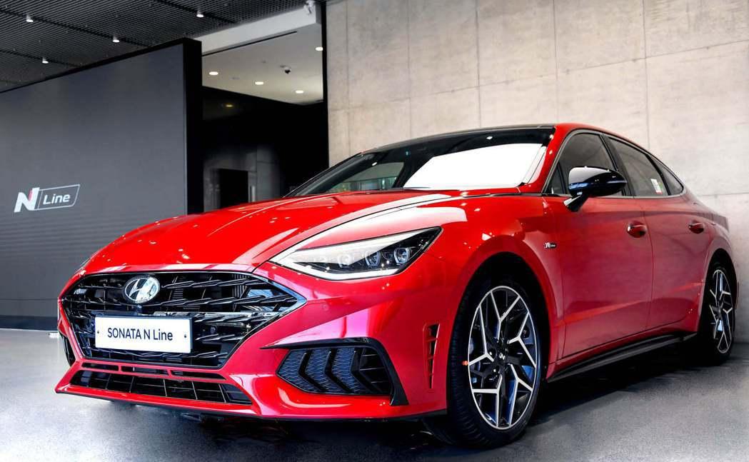 全新Hyundai Sonata N Line換上了N系列專屬的空力套件。 摘自...