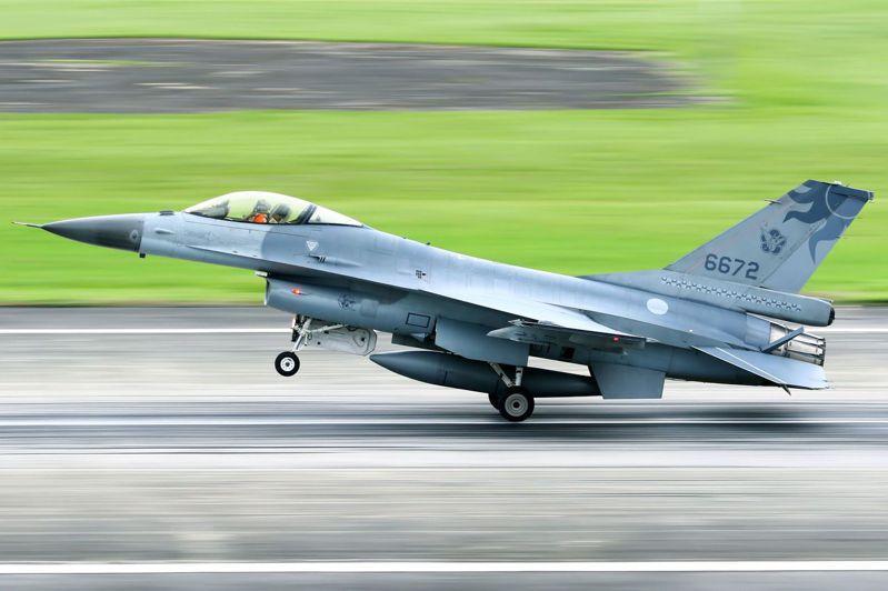 空軍證實F-16夜間例行訓練時失事,圖為失事的F-16A(機號6672)。圖/民眾提供