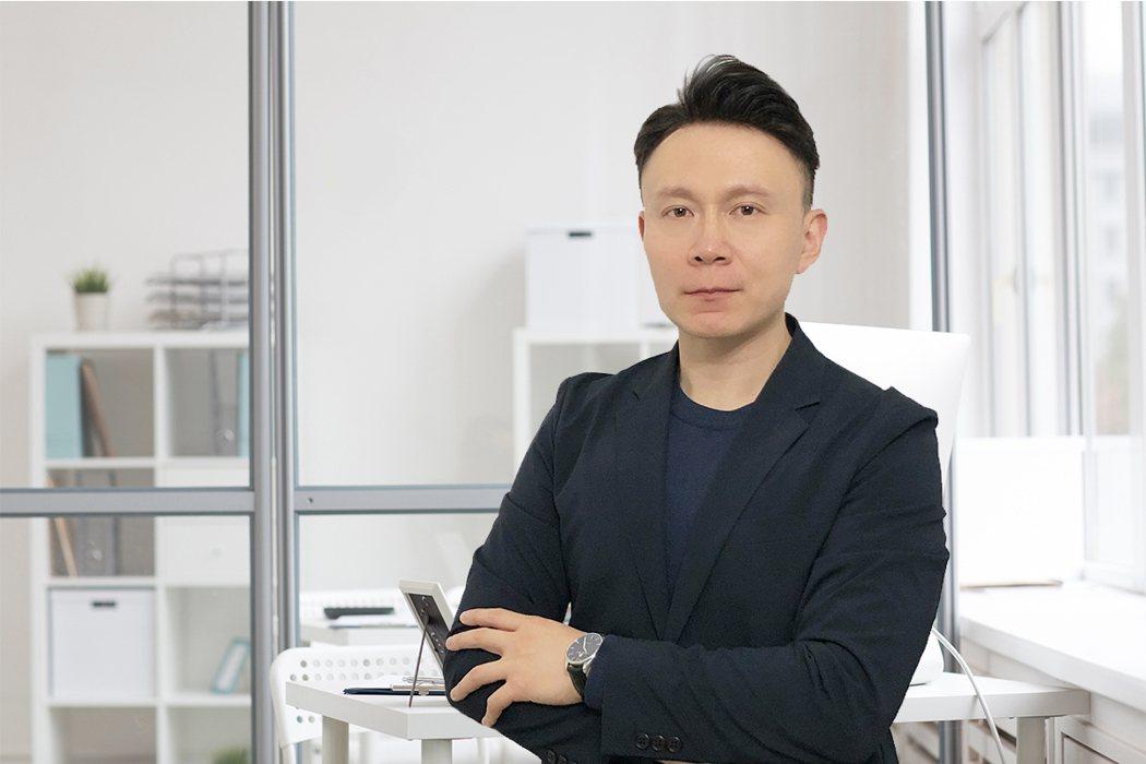 篤信基督教的Raymond Wang二十年旅英華人,在英完成碩士學位與職場積累豐...
