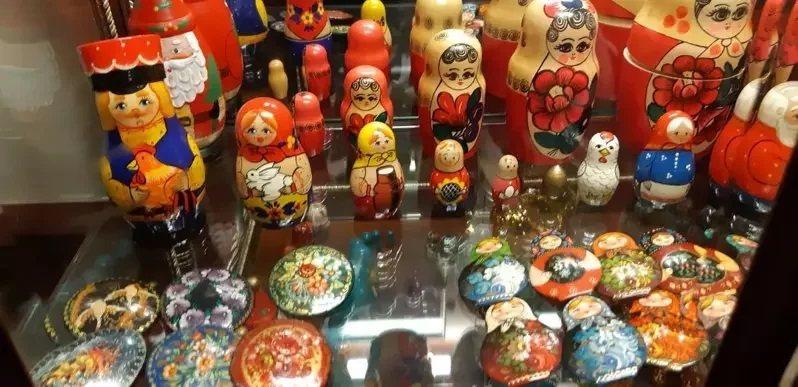 「明星咖啡」內的俄羅斯娃娃小擺設。記者 柯意如/攝影