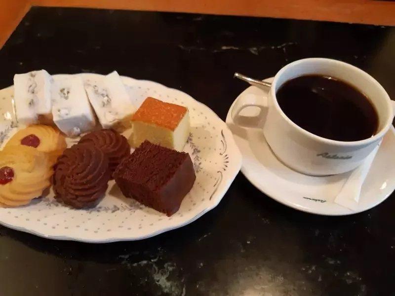 到「明星咖啡」吃點心可感受濃厚文藝氣息。記者 柯意如/攝影