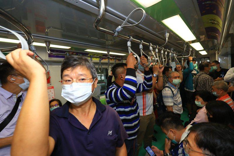台中捷運首日試營運,旅客破7.4萬人次。圖/聯合報系資料照片