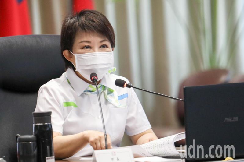 台中市長盧秀燕拿數字說話,證明從她上任以來,台中空品明顯改善。記者陳秋雲/攝影
