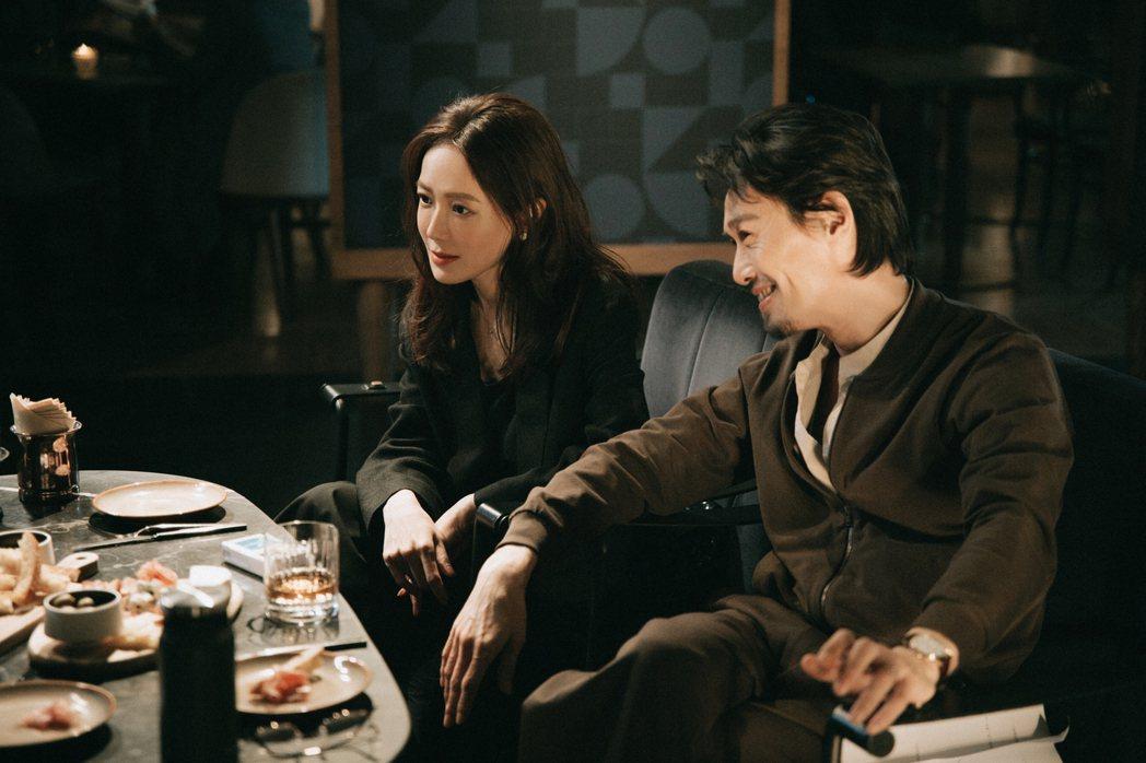 金鐘視后尹馨(左)與實力派演員徐華謙齊飆演技。圖/何樂音樂提供