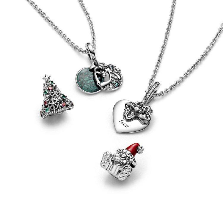 Pandora耶誕系列包括聖誕老人925銀串飾,1,580元;繽紛聖誕樹925銀...