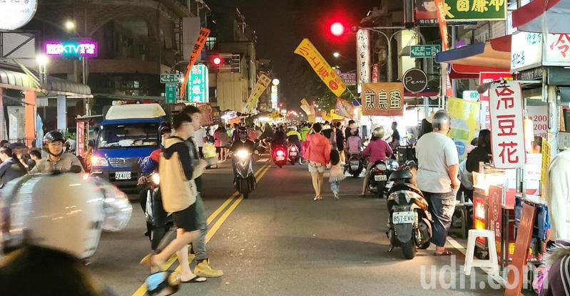 夜市近年越來越冷清,便有網友討論夜市衰敗的原因。示意圖/記者劉學聖攝影