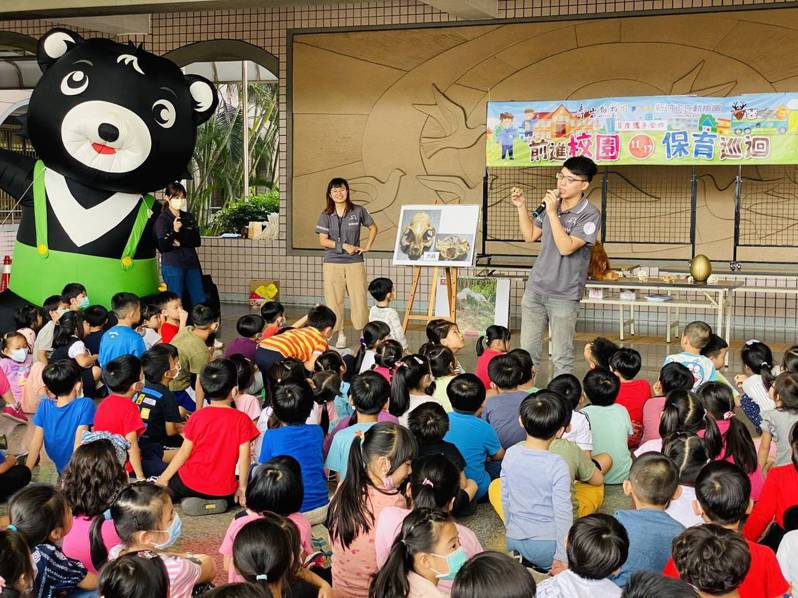 壽山動物園攜手新竹動物園 ,深入校園傳遞保育觀念。圖/高市觀光局提供