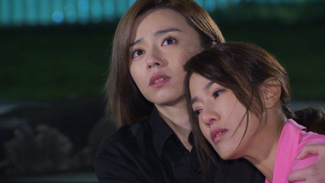 黃瑄(右)、王瞳在「多情城市」中飾演尚未相認的母女,對手戲溫馨動人。圖/民視提供