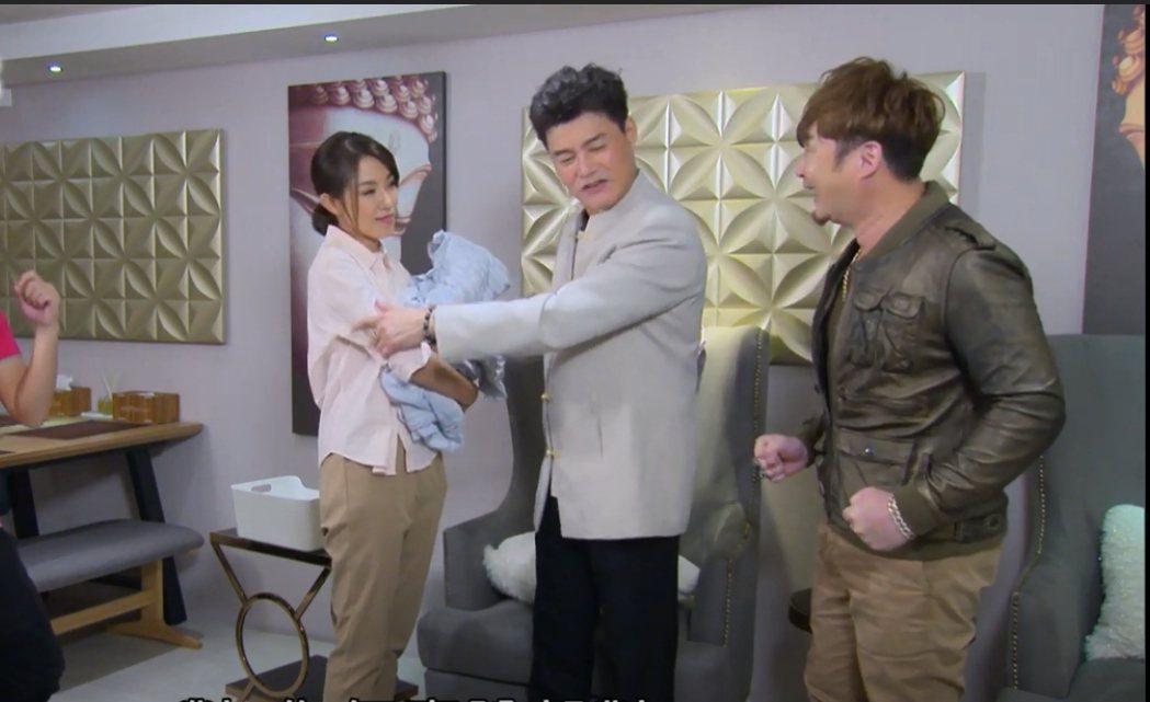黃瑄(左起)在「多情城市」中飾演王中皇失散多年的表妹,表兄妹無意間重逢,左右手紅...