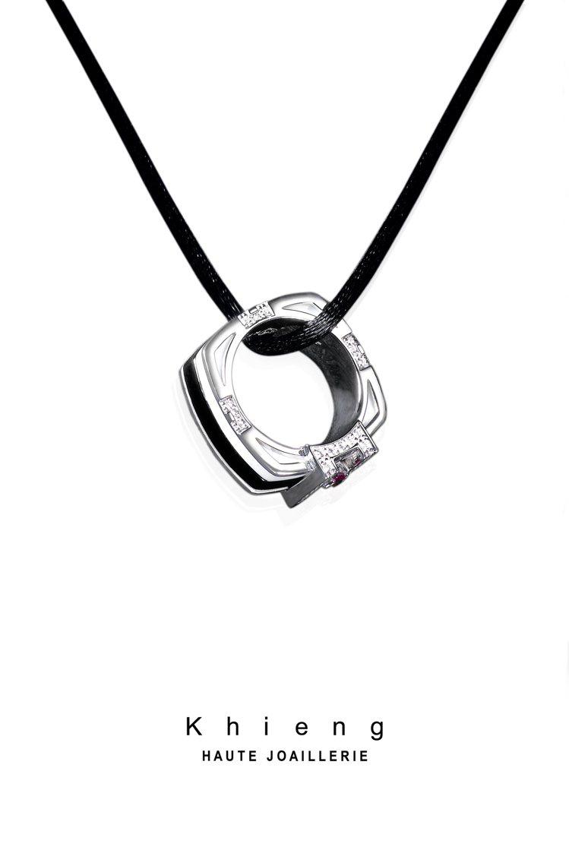 Khieng訂製MEET LOVE慈善珠寶可當作吊墜配戴。圖/Khieng AT...