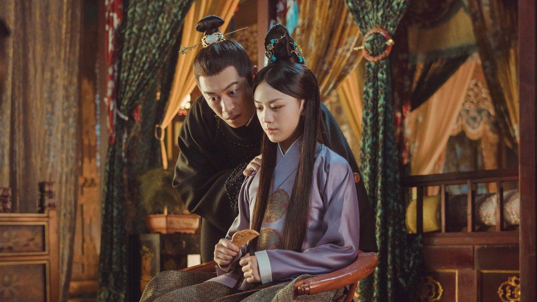 朱亞文(左)和湯唯合作「大明風華」。圖/八大提供