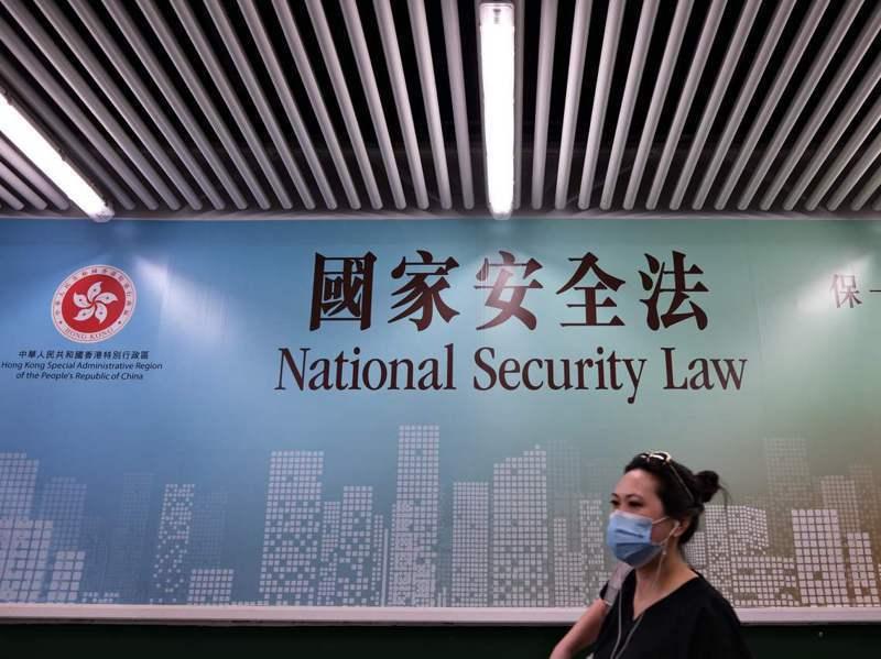 剛從台北某大學畢業的港生梁同學說,香港國安法實施後,他已經決定留在台灣不回去了。法新社
