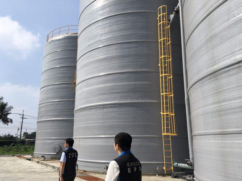 中央畜牧場新建4座各1千噸桶式發酵槽及破碎打漿設備。記者吳姿賢/攝影