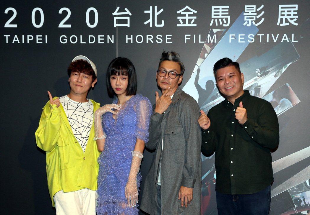 以「男兒王」入圍本屆金馬獎影帝的新加坡喜劇天王李國煌(右二)與演員Kiwebab...